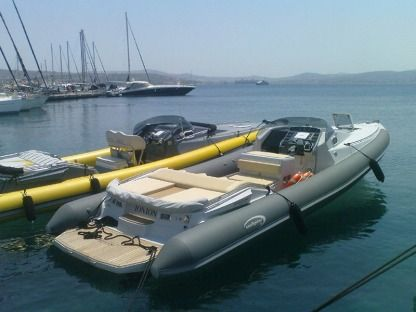 Charter Motorboat Seafighter One 998 Hydra