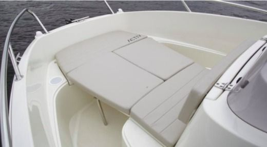 Motorboat Quicksilver 605 Activ Open for hire