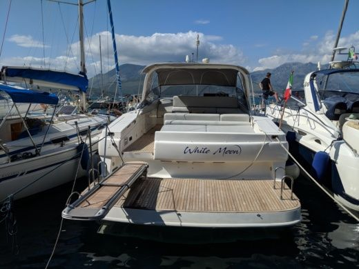 Motorboat Conam Theorema 46 for hire
