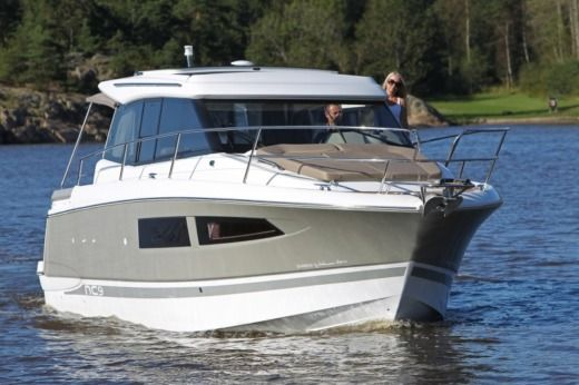 Motorboat JEANNEAU NC9 for hire