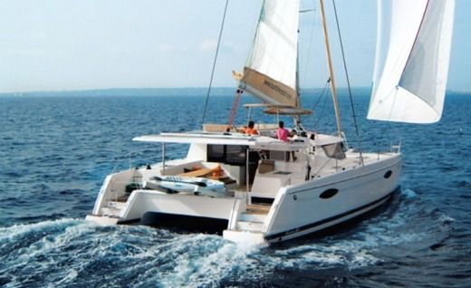 FOUNTAINE PAJOT Helia 44 in Le Marin for hire