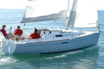 Hire Sailboat BENETEAU FIRST 25.7 Arzon