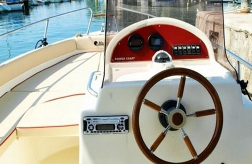Motorboat Powercraft Glidepath 22