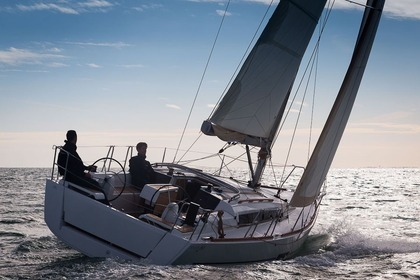 Hire Sailboat Dufour 350 Grand large Hendaye