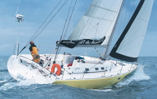 Sailboat Jeanneau Espace 990 peer-to-peer
