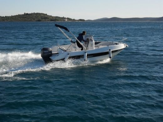 Rental motorboat in Vodice