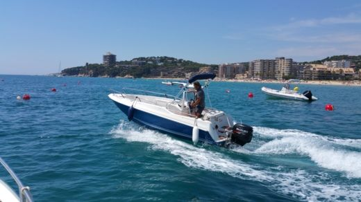 Motorboat Quicksilver 5,5 Commander for hire