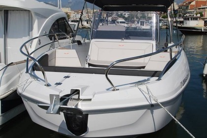 Charter Motorboat BENETEAU Flyer 8.8 Spacedeck