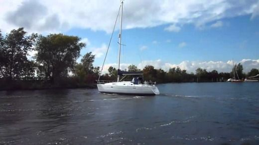 Sailboat Beneteau Oceanis 331 Clipper peer-to-peer
