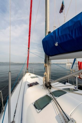 Sailboat Beneteau Oceanis Clipper 373 for hire