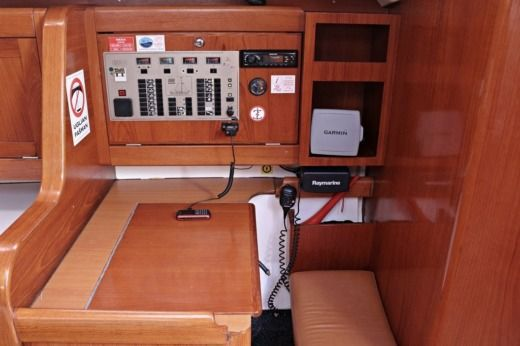 Sailboat Elan 431 peer-to-peer
