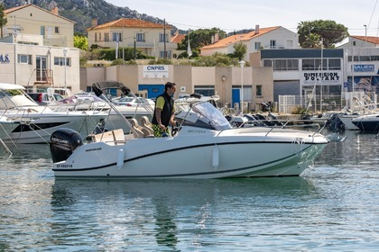Rental Motorboat QUICKSILVER 605 activ sundeck Marseille