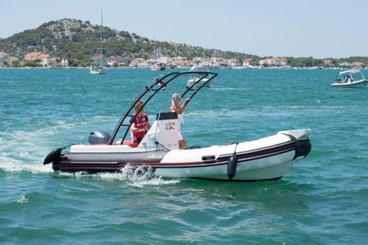 Manta 555 in Murter for hire