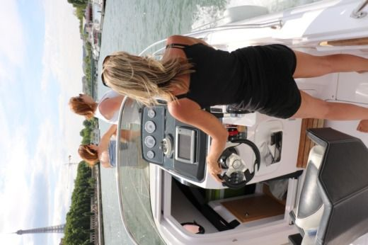 Ranieri Atlantis 22 in Paris for hire