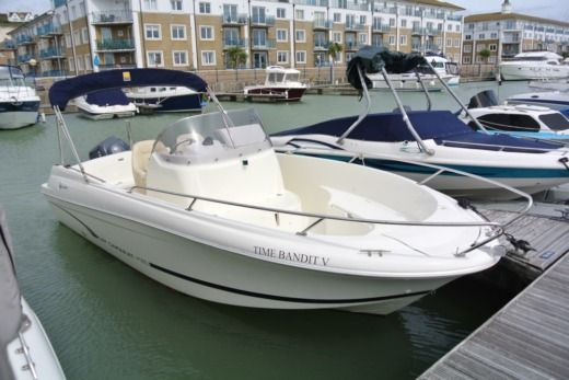Motorboat Jeanneau Boats Cc 635 Open for hire