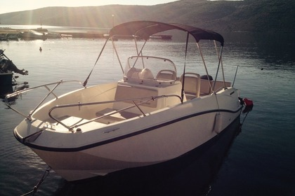 Hire Motorboat QUICKSILVER 635 Commander Trogir