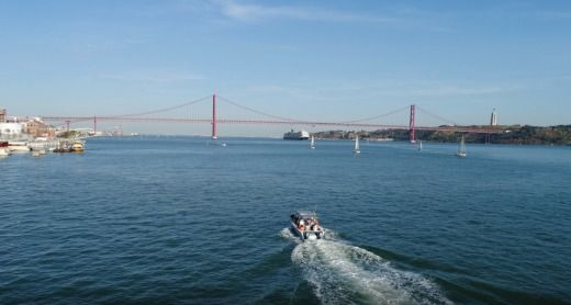 Rental motorboat in Lisbon