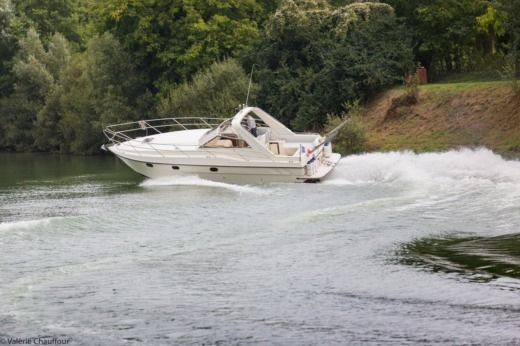 FAIRLINE TARGA in Paris for hire
