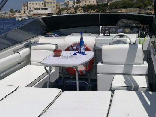 Motorboat Pershing 33 Aft Cabin for hire