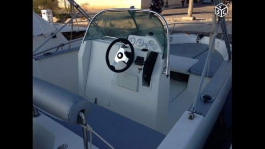 Motorboat BENETEAU Flyer for hire