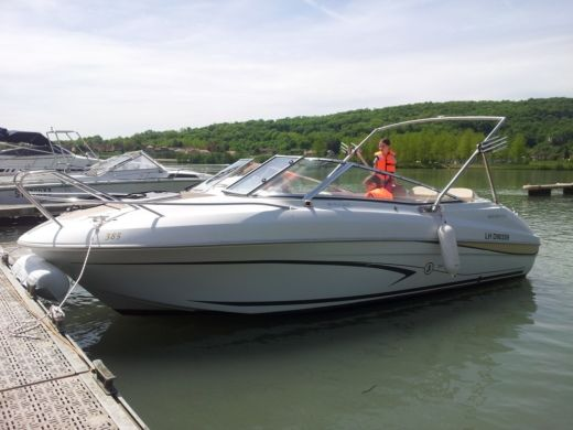 Beneteau Flyer Cabrio 650 in Le Bourget-du-Lac for hire