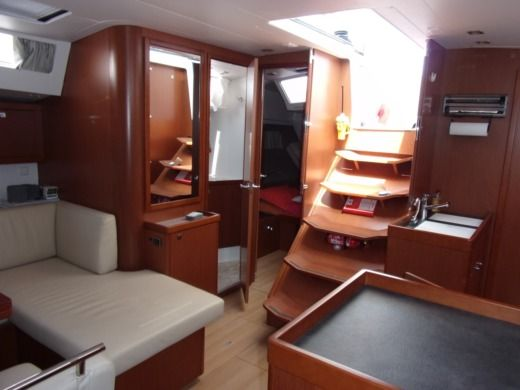 Sailboat BENETEAU OCEANIS 48 for hire