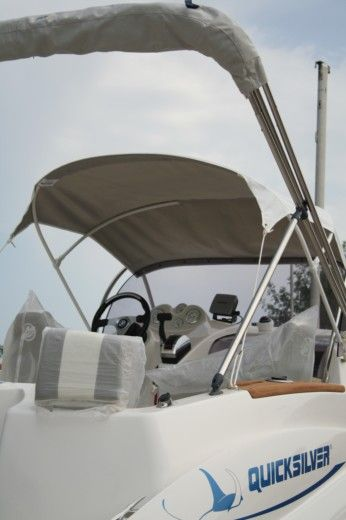 QUICKSILVER COMMANDER 635 WA in Saint-Cyprien peer-to-peer