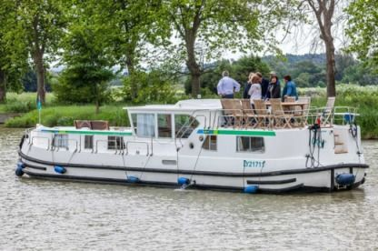 Charter Houseboat Pénichette P1500 Flying Bridge Briare