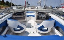 Motorboat Beneteau Four Winns for rental