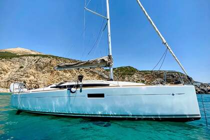 Hire Sailboat JEANNEAU 349 Lisbon