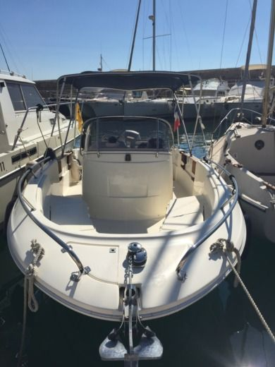 Motorboat Jeanneau Cap Camarat 6.25 4T for hire