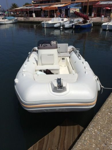 Zodiac MEDLINE 500 in Hyères for hire