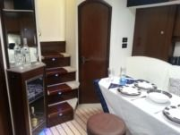 Motorboat Cruiser Yachts Cruiser Yachts 430 for hire