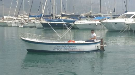 Motorboat Gozzo Capovento 19 for hire