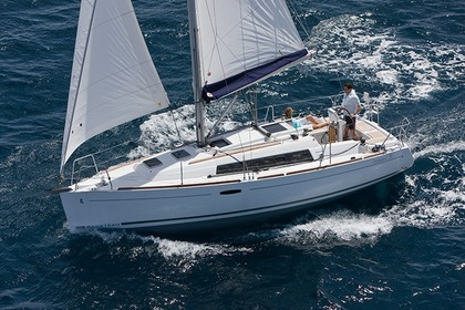 Hire Sailboat Beneteau Oceanis 31 Sneek