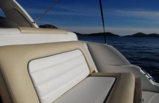 Motorboat Sea Ray 335 Sundancer
