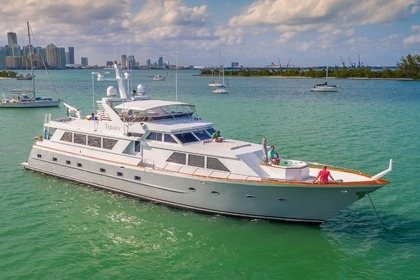 Rental Motor yacht Broward 103 Boston