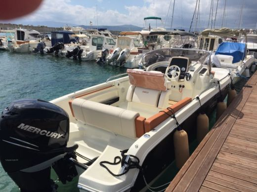 Motorboat Invictus Yachts Invictus 240 Cx for rental