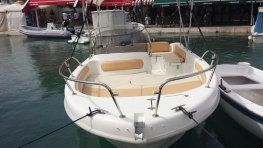 Charter Motorboat Saver 650 Open Trogir