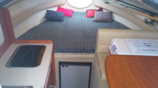 Bayliner Classic Cierra 242 Express in Saint-Cyprien for hire