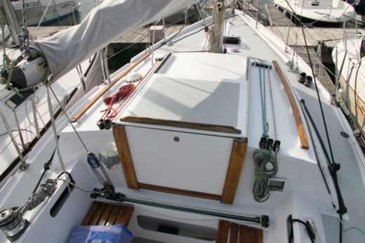 Charter sailboat in Gruissan peer-to-peer