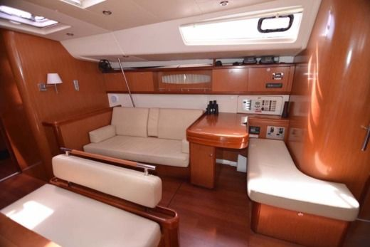 Sailboat BENETEAU Oceanis 54 peer-to-peer
