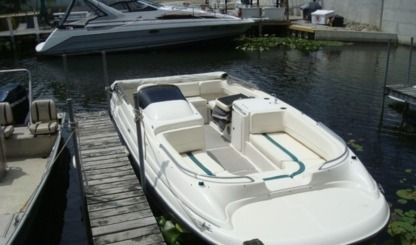 Rental Motorboat Bayliner 219 Io Saint Petersburg