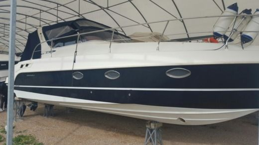 Motorboat Mano Marine 32.50 for hire