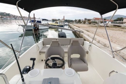 Charter Motorboat Quicksilver Activ 675 Open Split