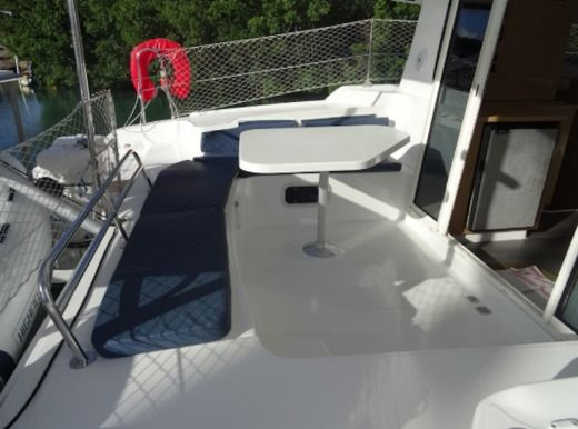 Catamarano FOUNTAINE PAJOT Mahé 36 tra privati