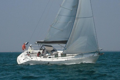 Hire Sailboat BENETEAU FIRST 32 S 5 La Rochelle