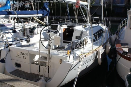 Benéteau Océanis 31 in Grimaud for hire