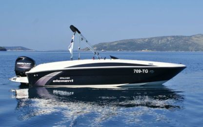 Charter Motorboat Bayliner Element Trogir