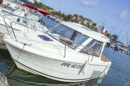 Rental Motorboat Jeanneau Merry Fisher 645 Le Gosier